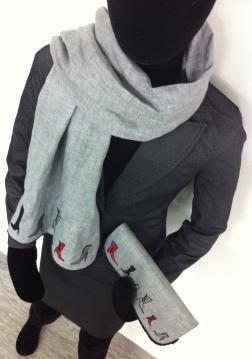 Leinen Schal und Leinen Clutch.